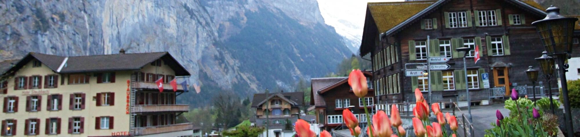 Lauterbrunnen um vale encantado de 72 cachoeiras na Suíça